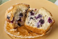 Is your standard muffin recipe missing something? Maybe it's the blueberries! Try this moist and scrumptious blueberry muffin recipe that's bursting with great blueberry flavour! Healthy Breakfast Smoothies, Healthy Muffins, Healthy Desserts, Muffin Recipes, Cookie Recipes, Dessert Recipes, Scone Recipes, Kraft Recipes, Homemade Blueberry Muffins