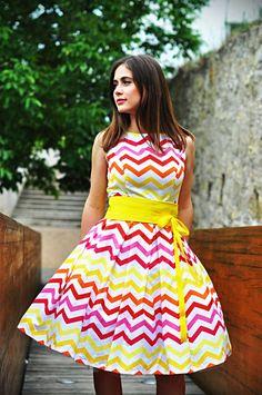chevronové šaty
