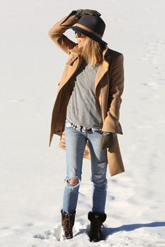 Winter Everyday Outfits: Jacey Duprie is wearing a grey baseball sweater from Madewell, camel coat from Zara, boots from Ugg, hat from Janessa Leone and the jeans from are Joe's Jeans. Sweater Coats, Grey Sweater, How To Wear Shirt, Look Boho Chic, Looks Pinterest, Winter Baby Clothes, Winter Dress Outfits, Outfit Winter, Snow Outfit