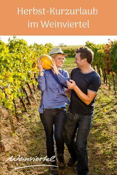 Wenn ein prächtiger Farbmantel die Region umhüllt und der Geruch reifer Trauben in der Luft liegt, dann beginnt der Weinherbst. Besonders für Weinfans urlaubt es sich zu dieser Jahreszeit am Besten im Weinviertel. Gesellige Wein- und Kellergassenfeste laden ein, den Wein zu feiern und faszinieren mit purer Lebensfreude. Pilgerwanderungen sowie Radtouren bieten hingegen die perfekte Gelgenheit die herbstliche Landschaft des Weinviertels zu genießen. © Weinviertel Tourismus / Astrid Bartl Couple Photos, Couples, Movie Posters, Movies, Bike Rides, Pilgrim, Joie De Vivre, Tourism, Seasons Of The Year