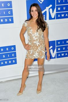 Olympic gymnast Aly Raisman arrives at the 2016 MTV Video Music Awards at Madison Square Garden on August 2016 in New York City. Olympic Swimmers, Olympic Gymnastics, Gymnastics Girls, Gymnastics Stuff, Acrobatic Gymnastics, Gymnastics Pictures, Olympic Games, Aly Raisman Photos, Mtv Video Music Award