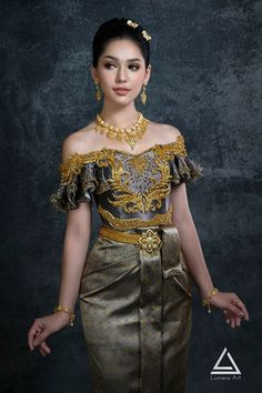Thai Traditional Dress, Traditional Wedding, Bridal Bolero, Khmer Wedding, Wedding Costumes, Beautiful Girl Indian, Stunningly Beautiful, Girly Outfits, Pretty Dresses