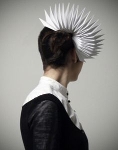 Few things have the allure of a piece born out of humour and the Veasyble project by Gaia is a fabulous example of this. Paper Fashion, Origami Fashion, Origami Hat, Oragami, Body Adornment, Sculptural Fashion, Fabric Manipulation, Headgear, Headdress
