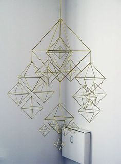 beautiful HIMMELI - brass mobile by veronika maria via Etsy.LOVE these gorgeous Himmeli brass mobiles by Veronika Maria (Knowing me, I'd probably take it apart and spray paint it different colors and then put it back together. Suncatchers, Diy Décoration, Diy Crafts, Mobiles, Cute Blankets, Deco Design, Design Design, Chair Design, House Design