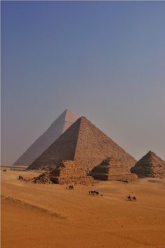 pyramids of giza, cairo, egypt | travel destinations in the middle east + ruins #wanderlust