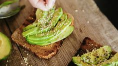 Bitcoin Correlated With Avocado Toast, Is Crypto Another Millennial Luxury?: Bitcoin Correlated With Avocado Toast, Is Crypto Another… Protein Snacks For Kids, Vegan Snacks, Healthy Snacks, Avocado Toast, Detox Kur, Smart Nutrition, How To Cook Fish, Post Workout Food, Food Combining