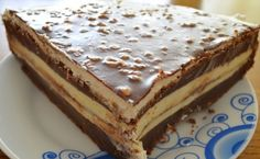 Köstliche Schoko-Mascarpone-Torte A creme cake suitable for various celebrations. The mascarpone filling is very fine and delicious. And inside, a surprise in the form of liquid nut chocolate. So delicious! Sweet Recipes, Cake Recipes, Mascarpone Cake, Torte Recipe, Torte Cake, Croatian Recipes, Cake Toppings, Delicious Chocolate, Cake Chocolate
