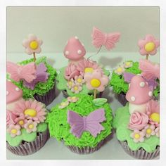 Cupcakes decorados - festa jardim das fadas  #cupcakes #cupcakesdecorados #fadas #minicupcakes #cupcakesjardim #festajardim #festajardimdasfadas #festajardimencantado Easter Cupcakes, Pink Cupcakes, Fondant Cupcakes, Themed Cupcakes, Cupcake Cookies, Cupcakes Decoration Disney, Fondant Decorations, Cupcakes Wallpaper, Wedding Dress Cupcakes