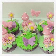 Cupcakes decorados - festa jardim das fadas  #cupcakes #cupcakesdecorados #fadas #minicupcakes #cupcakesjardim #festajardim #festajardimdasfadas #festajardimencantado