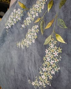 From an unknown South Korean maker - look closely at the larger view - The embroidery is really not complex - satin-stitch leaves, stem-stitch, 4 lazy-daisy pet Hand Embroidery Projects, Hand Embroidery Flowers, Embroidery Bags, Japanese Embroidery, Hand Embroidery Stitches, Silk Ribbon Embroidery, Hand Embroidery Designs, Embroidery Techniques, Cross Stitch Embroidery