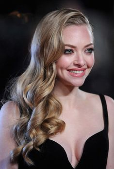 Amanda Seyfried is so beautiful. Love this hair. Beige Blonde, Hollywood Actresses, Beautiful Actresses, American Actress, Her Hair, Beauty Women, Hair Inspiration, Wedding Hairstyles, Beautiful People