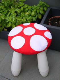 The Mucky MacBook: Tutorial: Toadstool stool covers...