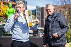De Ettense Mijl is een Vincent van Gogh wandeling van 1,6 kilometer door het centrum van Etten-Leur. Daar waar de carrière van onze wereldberoemde oud-inwoner ooit begon. De wandeling is 25 maart gepresenteerd en het eerste exemplaar is aangeboden aan wethouder Jan van Hal.