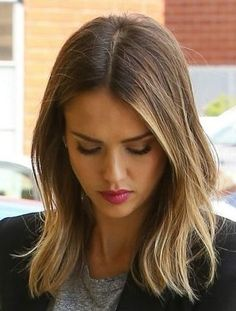 52 Ideas for hair short balayage jessica alba Brown Hair With Blonde Highlights, Brown Hair Balayage, Hair Highlights, Ombre Hair, Short Balayage, Jessica Alba Highlights, Balayage Lob, Ombre Bob, Jessica Alba Haar