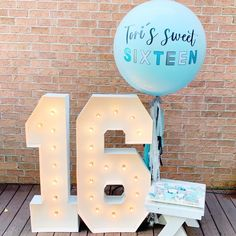Sweet Sixteen party decor with Alphalit Marquis numbers