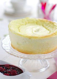 . Aprés l'opulence des repas de fêtes, un dessert leger et parfumé, est le bien venu. Ce dessert est un gâteau au fromage blanc à la vanille, mais vous pouvez le faire à citron. La texture fait penser à une mousse dense et fondante. C'est un bon moyen...