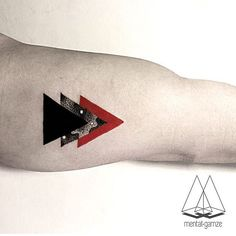 Mentat Gamze Splashes Red To Exquisite Geometric Fine Line Tattoos Dreieckiges Tattoos, Paar Tattoos, Trendy Tattoos, Body Art Tattoos, Small Tattoos, Tattoos For Guys, Tattoos For Women, Sleeve Tattoos, Tatoos