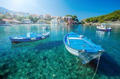 Here's a complete rundown of where to stay on the beautiful Greek island of Kefalonia: which town, resort or beach is for you, and the best hotels and villas. Cheap Beach Vacations, Beach Resorts, Hotels And Resorts, Best Hotels, Beach Town, Greece Itinerary, Greece Travel, Myrtos Beach, Europe