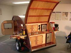 Voici une compilation de véhicules qui pourraient vous donner des idées pour vos vacances. Fini les camions et autres camping-car disproportionnés, le temps est à la discrétion et au minimalisme ! Cute Camper