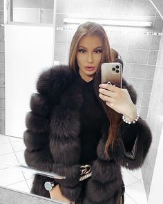 Fur Clothing, Fox Fur Coat, Sexy Outfits, Sexy Women, Long Hair Styles, My Style, Lady, Womens Fashion, How To Wear
