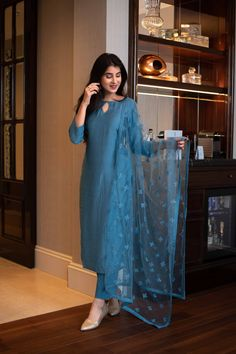 Indian Dresses For Women, Party Wear Indian Dresses, Simple Pakistani Dresses, Designer Party Wear Dresses, Stylish Dresses For Girls, Kurti Designs Party Wear, Stylish Dress Designs, Dress Indian Style, Indian Fashion Dresses