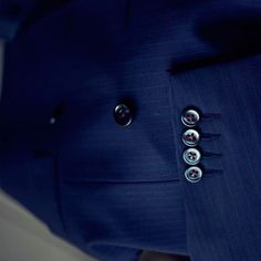 PIETER PETROS    NAVY I    Complementing threads give the cuff-buttons a classy look and also accentuate the pinstripes of #Navy1. #PIETERPETROS