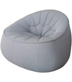 En Exposition - Ottoman Ligne Roset Fauteuil Ottoman conçu par Noé Duchaufour-Lawrance pour Ligne Roset est un fauteuil inspiré par le repose-pieds traditionnel marocain. Revêtement disponible en tissu Steelcut Trio 113.