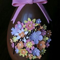 Pascuas 2017 Sugar Eggs For Easter, Easter Egg Cake, Easter Cookies, Easter Party, Chocolate Work, Easter Chocolate, Chocolates, Chocolate Showpiece, Chocolate Sculptures