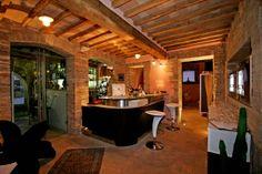 La Locanda del Vino Nobile è un B&B e #Ristorante a #Montepulciano. Il ristorante nasce nell'intrigante alternarsi di muri antichi e moderni, luogo ideale per rilassarsi e gustare piatti tipici toscani di qualità rigorosamente fatti a mano per trascorrere momenti indimenticabili grazie all'atmosfera del locale. http://lalocandadelvinonobile.it/category/1.html