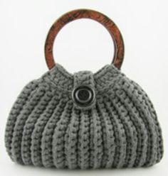 Marvelous Crochet A Shell Stitch Purse Bag Ideas. Wonderful Crochet A Shell Stitch Purse Bag Ideas. Crochet Purse Patterns, Crochet Tote, Crochet Handbags, Crochet Purses, Knit Or Crochet, Crochet Shell Stitch, Fabric Yarn, T Shirt Yarn, Knitted Bags
