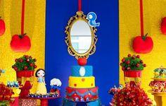 O destaque do painel usado na festa com tema Branca de Neve, decorada pela empresa Caixa de Poluka (www.facebook.com/pages/Caixa-de-Poluka/128795713965023), foi um espelho de verdade, remetendo ao famoso objeto mágico da história
