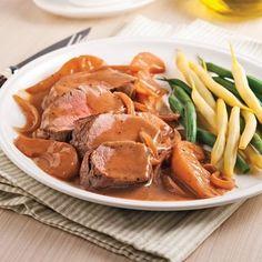 Les fruits et le porc, ça fait toujours bon ménage! Encore une fois, cette recette confirme que le secret… est dans la sauce! Pear Recipes, Healthy Recipes, Roasted Meat, Sweet Sauce, Foods With Gluten, 20 Min, Skinny Recipes, One Pot Meals, Pot Roast