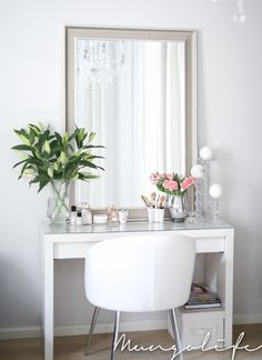 White walls and furniture with fresh green flowers and champagne mirror desk inspiration, romantic homes Rangement Makeup, Dressing Room Decor, Vanity Decor, Beautiful Interior Design, Beauty Room, New Room, Diy Bedroom Decor, Home Decor, Room Inspiration