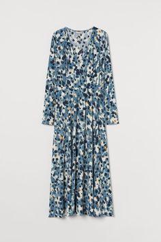 Long V-neck Dress Trending Art, Fashion Company, V Neck Dress, My Wardrobe, Blue Dresses, Personal Style, Swans, Blue And White, Lady