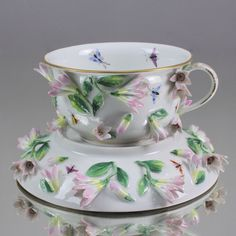 Meissen: große Tasse mit Jasmin plastische Blüten Teetasse cup flower encrusted