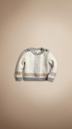 Slight obsession with Burberry kids stuff.they do it perfect Luxury Baby Clothes, Cute Baby Clothes, Knitting For Kids, Baby Knitting, Baby Boy Outfits, Kids Outfits, Kids Clothes Online Shopping, Army Baby, Cheap Kids Clothes