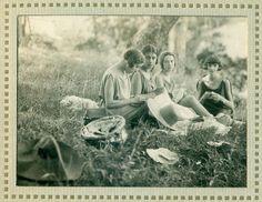 GUALINO Cesarina, Bella e Raja Markman e Cinthia Maugham, Photo Album with 113 pictures with pass partout, 1925-1927