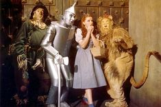"""Ray Bolger, Jack Haley, Judy Garland y Bert Lahr en """"El mago de Oz"""", 1939 Judy Garland, Old Movies, Great Movies, Movies Showing, Movies And Tv Shows, Classic Hollywood, Old Hollywood, Movie Stars, Movie Tv"""