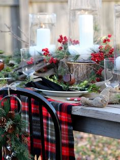woodsy holiday table - Momtastic.com