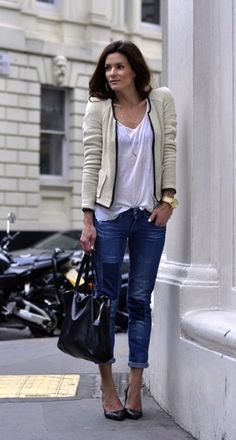 I really like this ensemble...elements of what is casual and chic put together!
