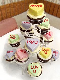 Make your #sweetheart smile with these #Valentine's #candy #cupcakes!