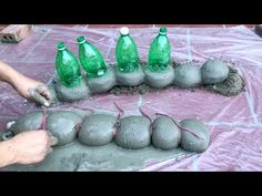 DIY -❤️ CEMENT CRAFT IDEAS ❤️- Two Giant Caterpillar Have Eaten My Garden – Creative cement ideas - Decoration landscaping architectural and artistic designs & decoration videos Cement Flower Pots, Cement Art, Concrete Art, Concrete Garden, Concrete Crafts, Concrete Projects, Garden Crafts, Diy Crafts, Garden Ideas