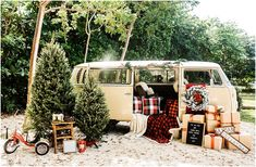 20 Christmas Decor Ideas for Your Camper Christmas Photo Booth, Christmas Truck, Christmas Tree Farm, Christmas Minis, Christmas Mood, Outdoor Christmas, Christmas Decor, Christmas Ideas, Holiday Mini Session