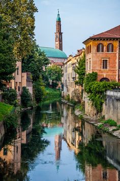 Day trips from Padua, Italy - find over 35 exciting destinations. With tried and tested travel tips, train times, photos and top things to do. Padua Italy, Vicenza Italy, Verona Italy, Venice Italy, Puglia Italy, Italy Italy, Toscana Italy, Sorrento Italy, Capri Italy