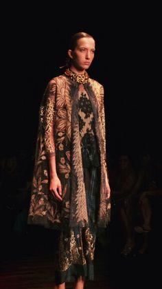 #fashion #biyan #indonesia #2013 #June Catwalk Fashion, All Fashion, Fashion Details, Modest Fashion, Asian Fashion, Fashion Show, Fashion Dresses, Womens Fashion, Fashion Design