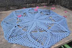 Toalha redonda em crochê com 44cm de diâmetro. Cor: azul petróleo  Uma opção para decorar com estilo! R$ 23,50