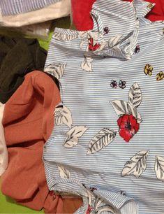 Blusa con estampado mixto y aberturas en los hombros | SHEIN España Botanical Prints, Printed Blouse, No Frills, Fashion, Men, Moda, Fashion Styles, Fashion Illustrations