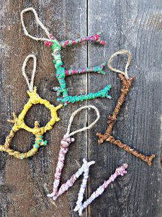 Use those broken tree branches laying about for these 8 Fun Holiday Stick Craft ideas! These ornaments are fun to make with the family and bring the holiday spirit right into your home!