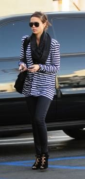 Who made Jessica Alba's black sunglasses, black purse, black shoes and pants that she wore in West Hollywood, March 26, 2010? Shoes – Opening Ceremony  Purse – Proenza Schouler  Jeans – Current/Elliott  Sunglasses – Tom Ford