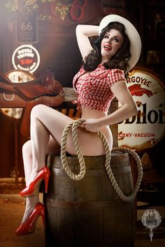 Doll House Photography - Pin Up Photography Burlesque Make over